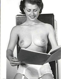 Naked Pinup Girls From The Golden Vintage Erotica Collection