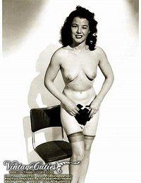 Sensual Naked Women In This Erotic Vintage Gallery